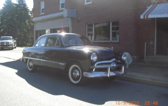 Ford Custom sedan 1949 ( France dpt 69)
