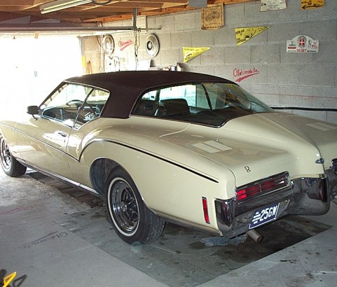 Buick riviera boat tail 1971 ( France dpt 78)