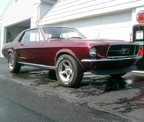 Ford Mustang coupe 1967 ( France dpt 02)