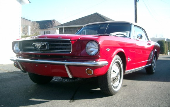 Ford Mustang convertible 1966 ( France dpt 44)