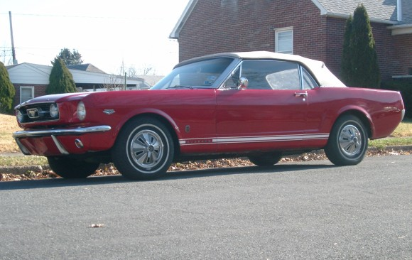 Ford Mustang convertible 1966 ( France dpt 85)