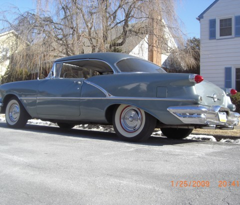 Oldsmobile 88 Holiday hardtop coupe 1956 ( France dpt 63)