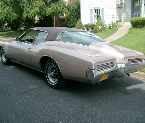 Buick riviera 1971 ( France dpt 16)