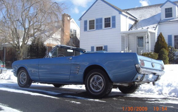 Ford Mustang convertible 1966 ( France dpt 33)