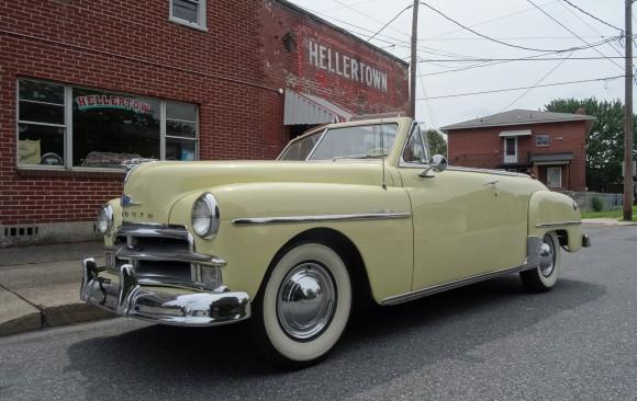 Plymouth special de luxe convertible 1950 ( France dpt 56)