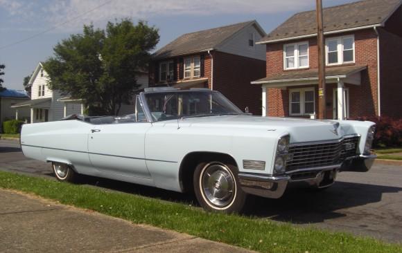 Cadillac de ville convertible 1967 ( France dpt 84)