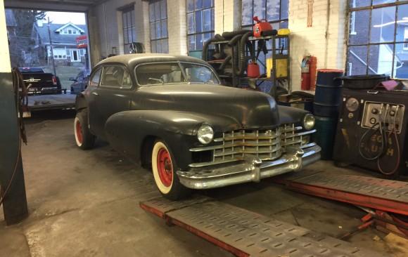 Cadillac serie 62 sedanette 1947  ( France dpt 54)