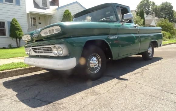 Chevrolet Apache short bed pick-up 1960 ( France dpt 13)
