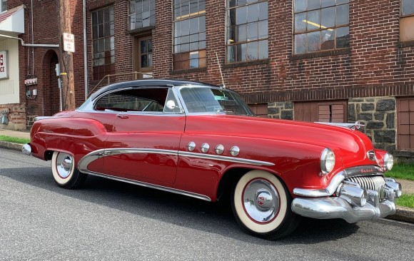 Buick Roadmaster riviera coupe 1952 ( France dpt 14 )