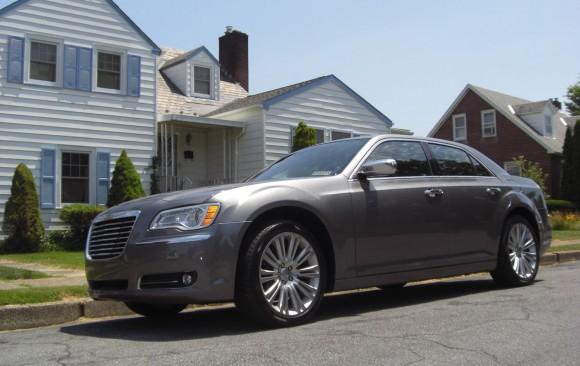 Chrysler 300C Hemi 2011  ( Easton , PA   USA)