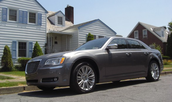 Chrysler 300C Hemi 2011  ( Easton , PA   USA)
