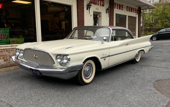 Chrysler Saratoga hardtop coupe 1960 ( France dpt77)