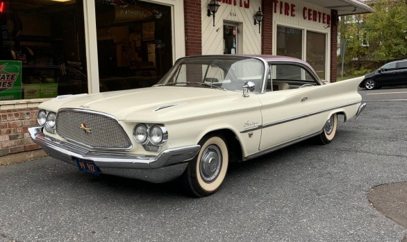 Chrysler Saratoga hardtop coupe 1960 ( France dpt77)