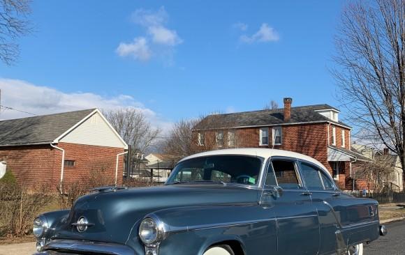 Oldsmobile 98 sedan 1953 ( France dpt 14)