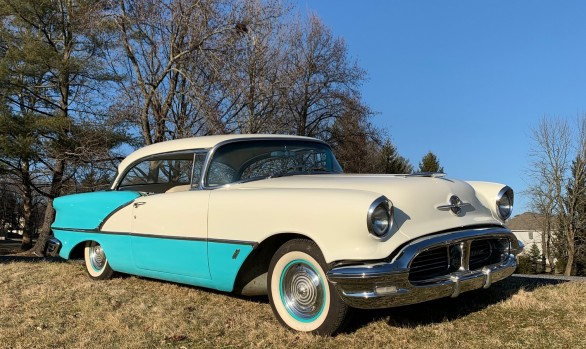 Oldsmobile Holiday 88 coupe 1956 ( France dpt 51)
