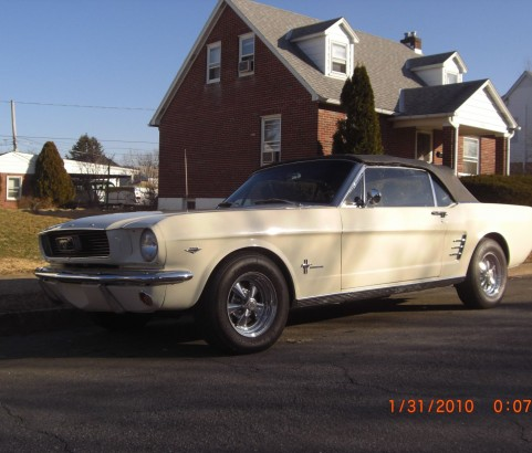 Ford Mustang convertible 1966 ( France dpt 62)