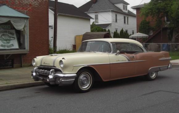 Pontiac starchief coupe 1956 ( France dpt 69)