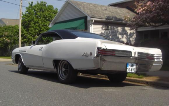 Buick le sabre coupe 1968 ( France dpt 01)