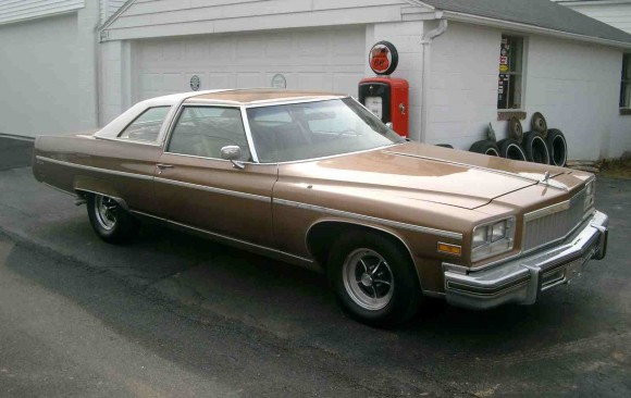 Buick Electra 225 coupe 1976 ( France dpt 02)