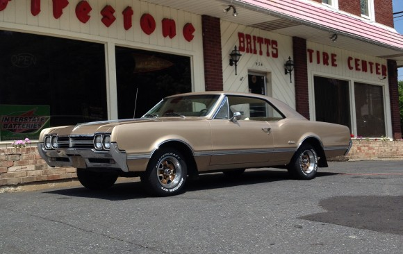 Oldsmobile Cutlass coupe 1966 ( France dpt 74)