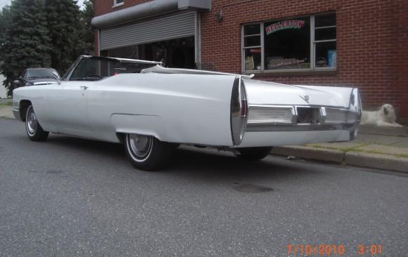 Cadillac de ville convertible 1967 ( France dpt 29)