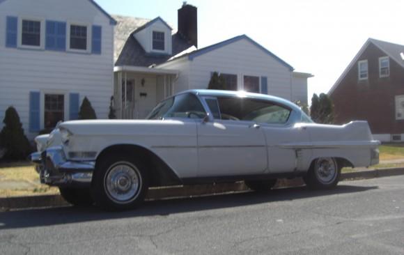 Cadillac de ville 4 door hardtop 1957 ( Setimo, Italie)