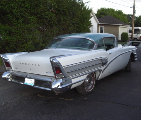 Buick riviera special coupe 1958 ( France dpt 42)