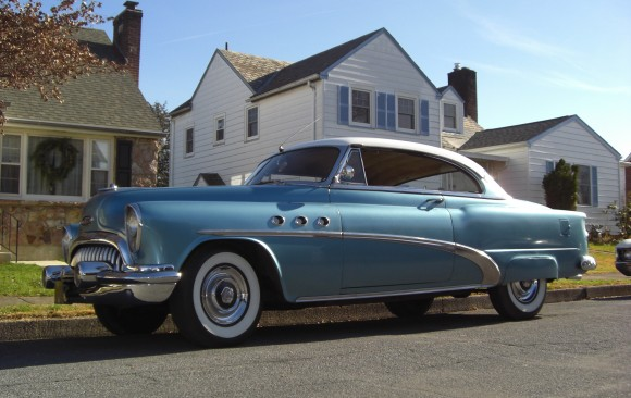 Buick Riviera special hardtop coupe 1953 ( France dpt 94)