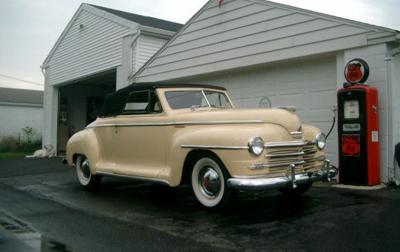 Plymouth special convertible 1946 ( France dpt 92)