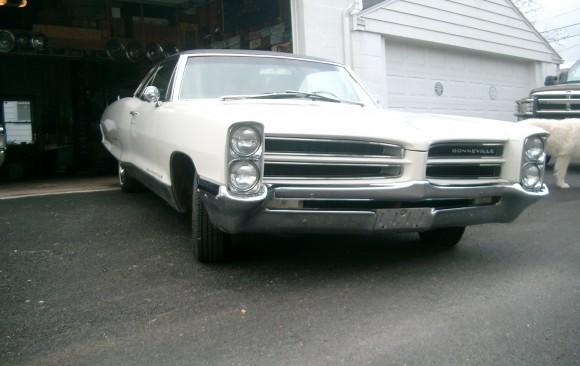 Pontiac Bonneville coupe 1966 ( Carouge , SUISSE)