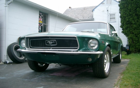 Ford Mustang coupe 1968 ( France dpt 78)
