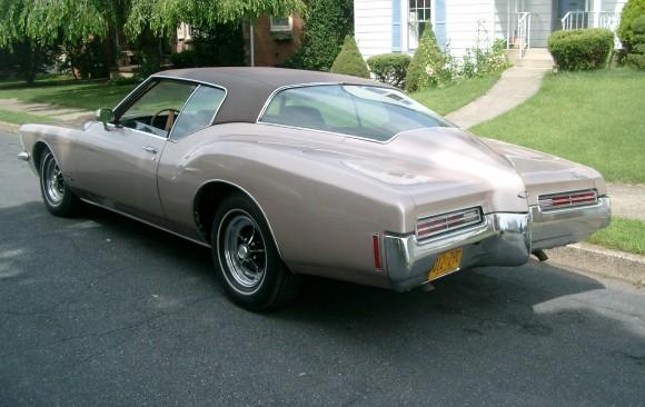 Buick riviera 1971 ( France dpt 16)