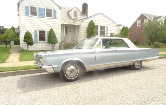 Chrysler New Yorker 4 door hardtop 1966 ( France dpt 38)