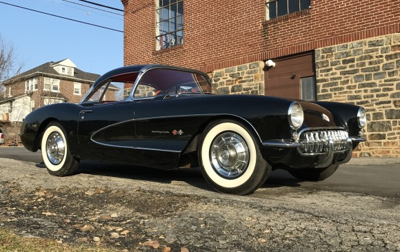 Chevrolet Corvette fuel injection 1957 ( France dpt 14)